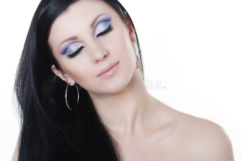 Donna del Brunette con trucco blu e viola immagine stock