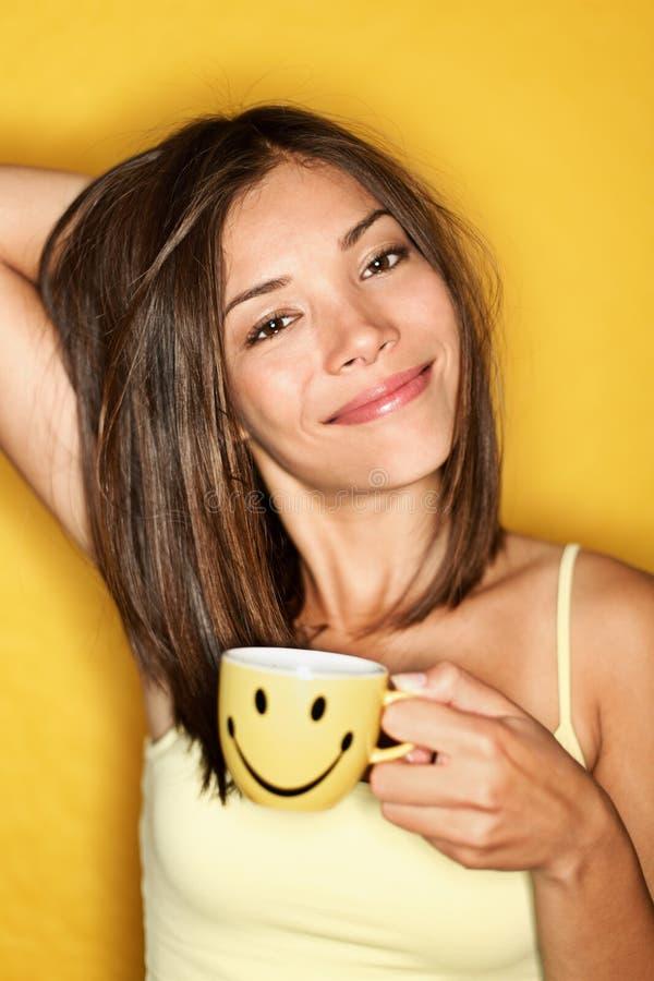Donna del caffè di mattina stanca fotografia stock libera da diritti