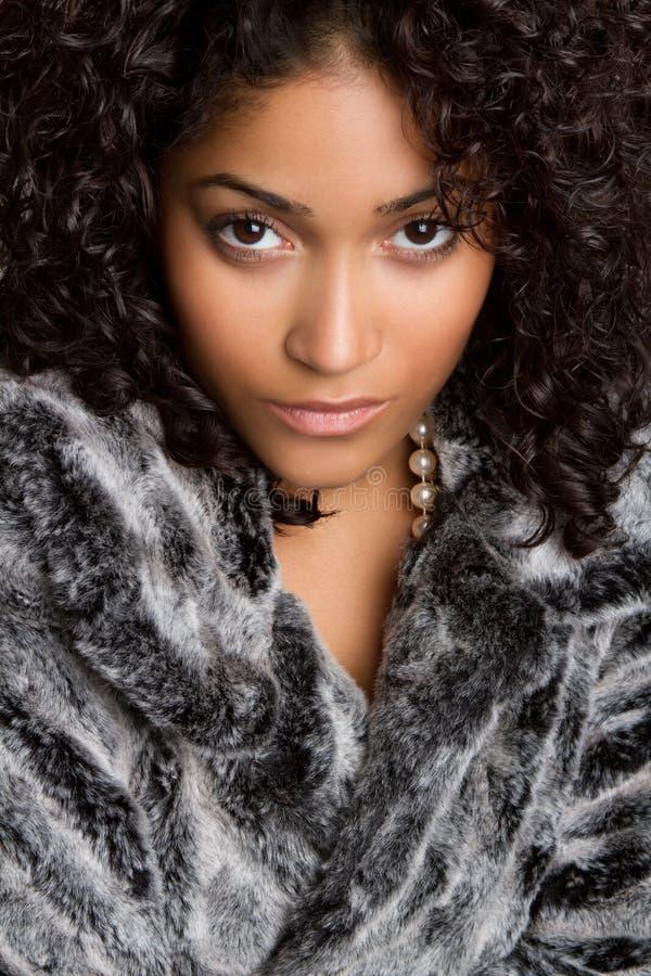 Donna del cappotto di pelliccia fotografie stock