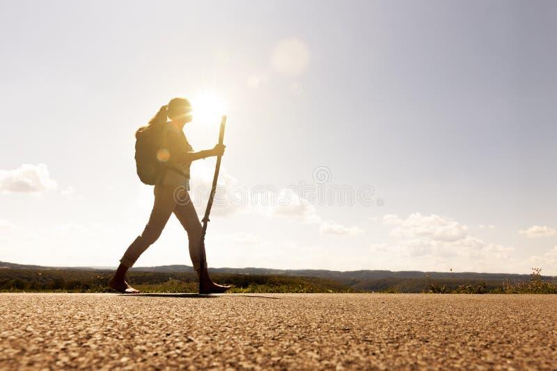 Donna del pellegrino al tramonto fotografie stock