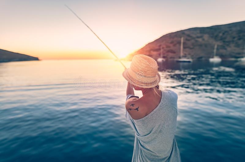 Donna del pescatore immagini stock