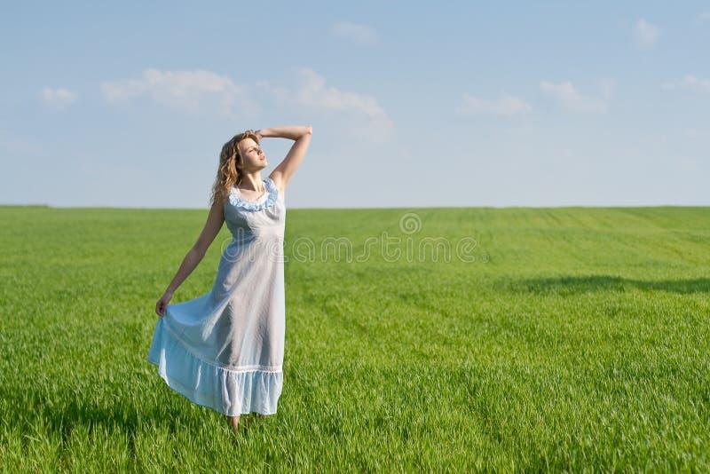 donna del prato fotografia stock libera da diritti