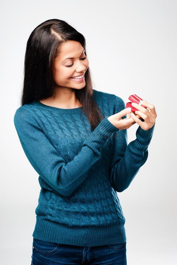 Donna del regalo di giorno dei biglietti di S. Valentino fotografia stock libera da diritti