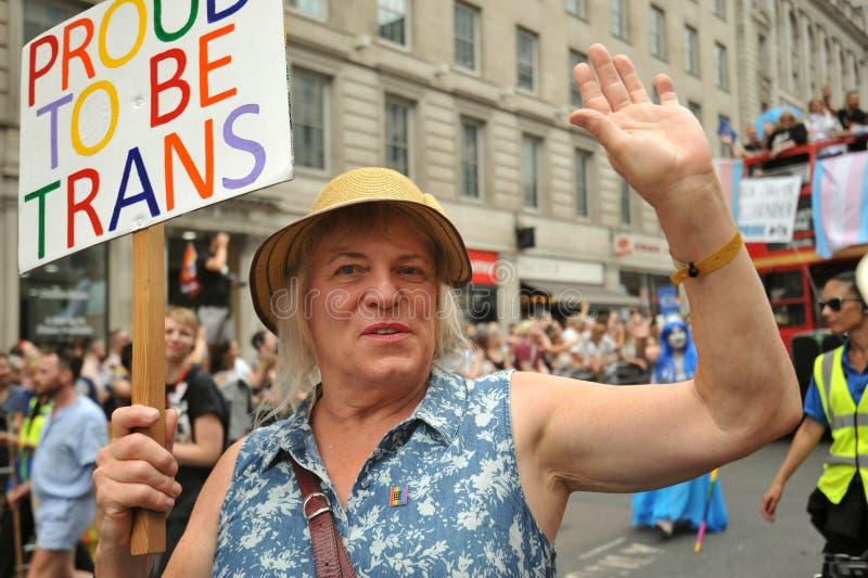 Donna del trasporto al gay pride di Londra a Londra, Inghilterra 2019 fotografie stock libere da diritti