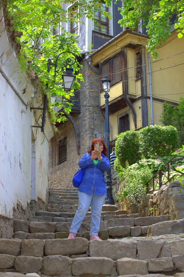 Donna del turista della città antica immagini stock