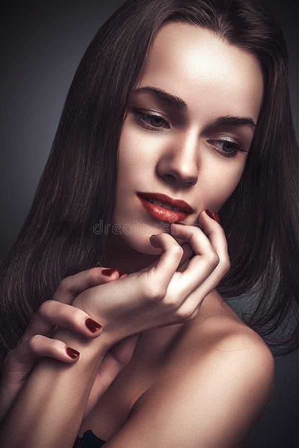 Donna delicata del ritratto di fascino di stile di Vogue bella fotografia stock