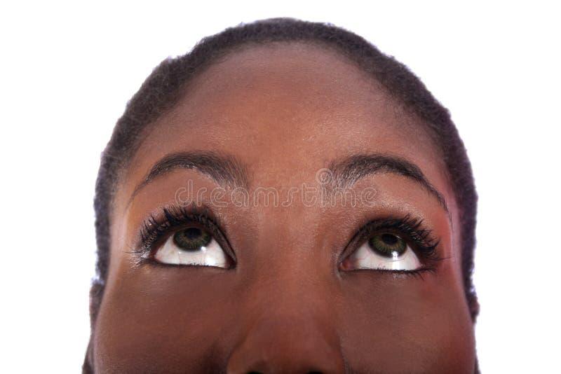 Donna dell'afroamericano che osserva in su fotografia stock libera da diritti