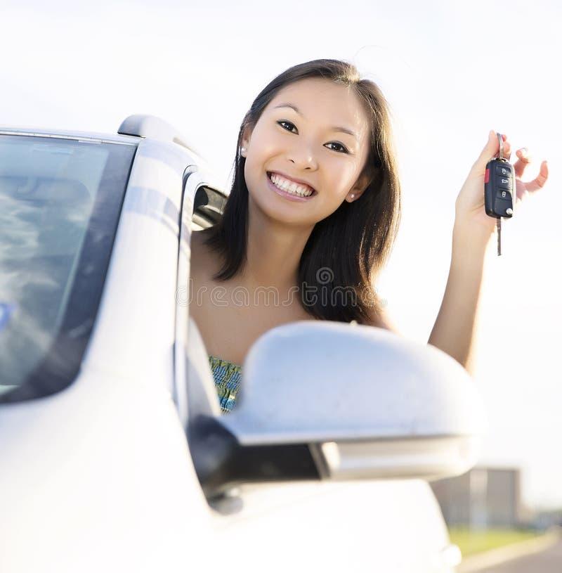 Donna dell'autista di automobile fotografie stock libere da diritti