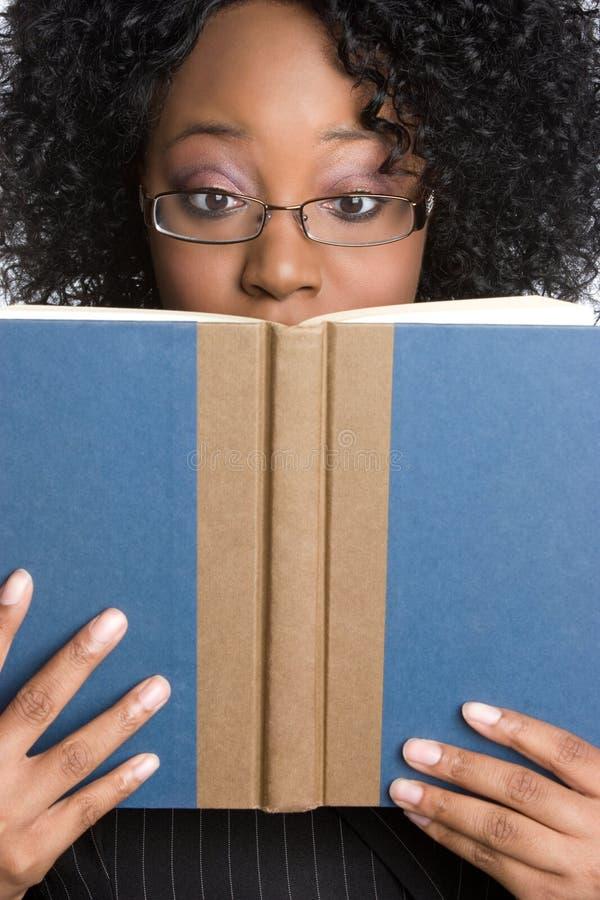 Donna della lettura immagini stock