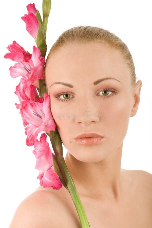 Donna della stazione termale con il gladiolus immagini stock