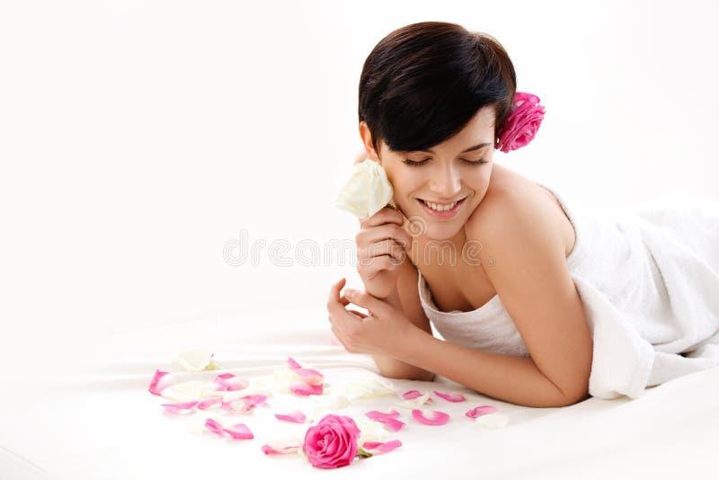 Donna della stazione termale Primo piano di bella donna che ottiene trattamento della stazione termale fotografie stock