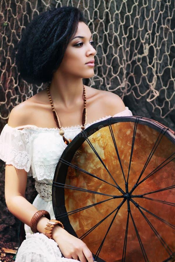 Donna dello sciamano fotografia stock libera da diritti