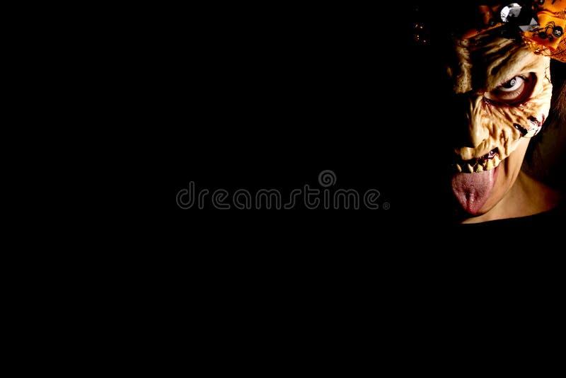 Donna dello zombie con la maschera vivente morta fotografie stock libere da diritti