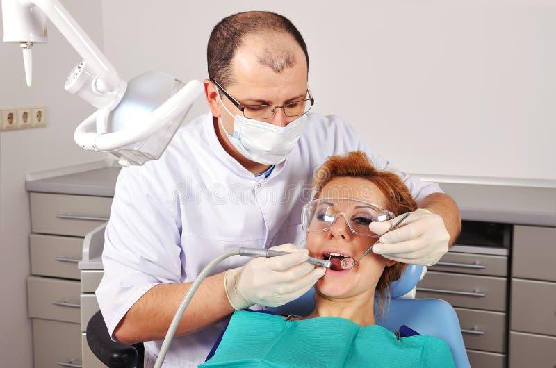 Donna dentaria di controllo fotografia stock