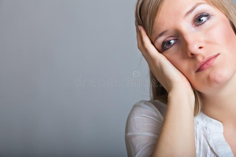 Donna depressa e triste fotografia stock libera da diritti