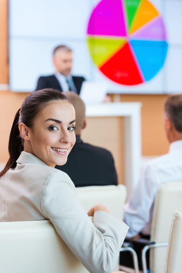 Donna di affari alla conferenza immagine stock libera da diritti