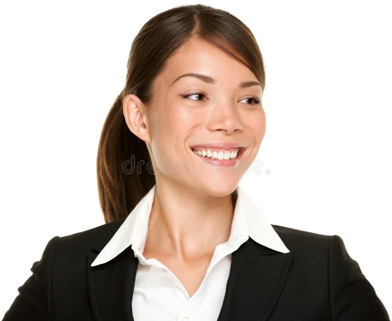 Donna di affari asiatica che osserva obliquamente immagine stock libera da diritti