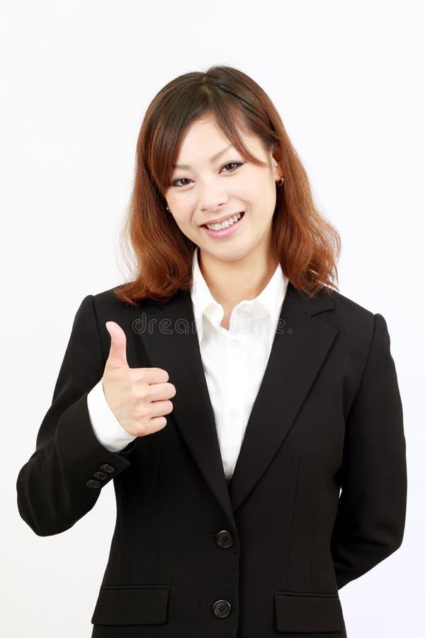 Donna di affari che dà pollice in su fotografia stock libera da diritti