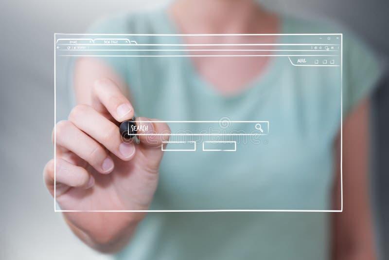 Donna di affari che disegna uno schizzo della pagina del sito Web illustrazione vettoriale