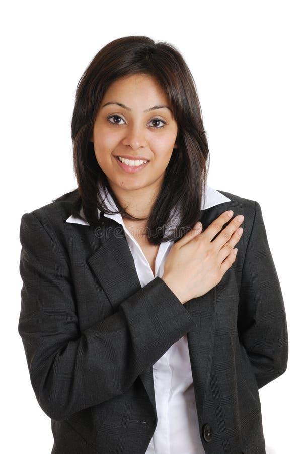 Donna di affari che impegna con la mano sulla cassa fotografia stock libera da diritti