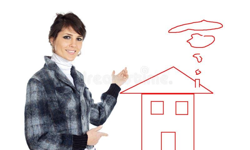 Donna di affari che indica il houseattractive e fotografia stock libera da diritti