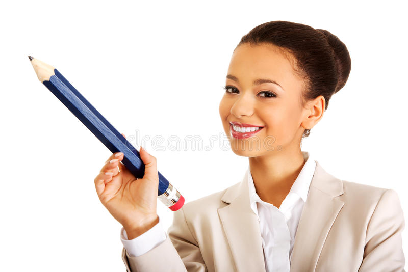 Donna di affari che indica su con la grande matita immagini stock