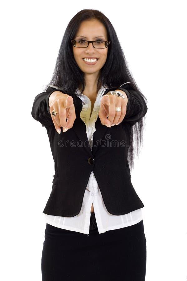 Donna di affari che indica voi con entrambe le mani