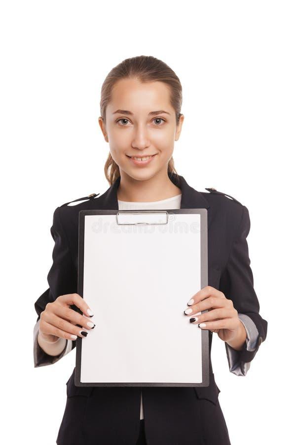 Donna di affari che mostra lavagna per appunti in bianco isolata fotografia stock libera da diritti