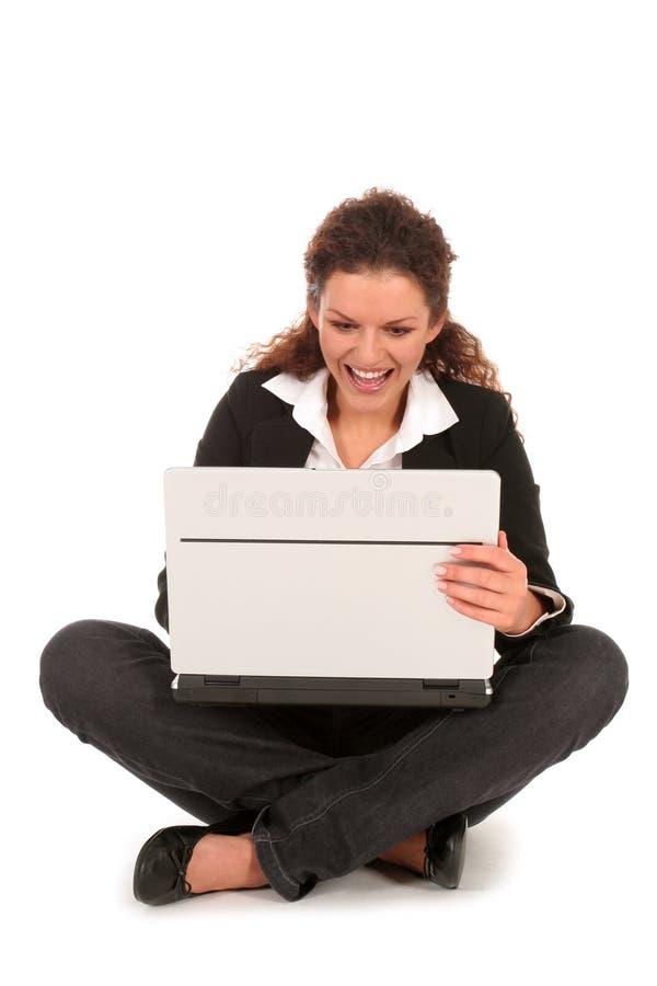 Donna di affari che per mezzo del computer portatile immagine stock