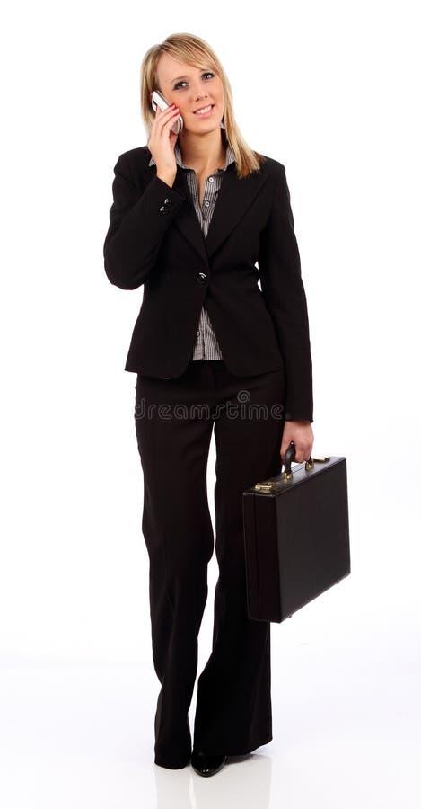 Donna di affari che si leva in piedi con il telefono fotografia stock