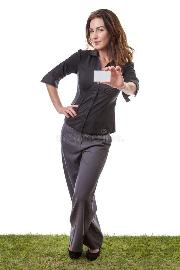 Donna di affari che tiene carta bianca vuota fotografia stock libera da diritti