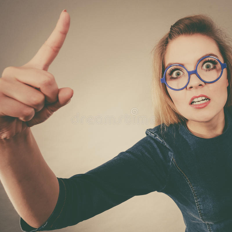 Donna di affari comandone pazza arrabbiata che è furiosa fotografia stock