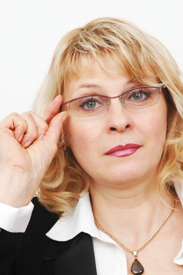 Donna di affari con i vetri immagine stock