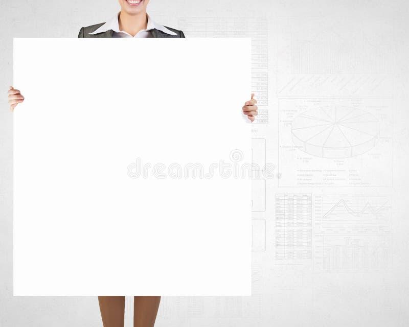 Donna di affari con il cartello vuoto fotografia stock