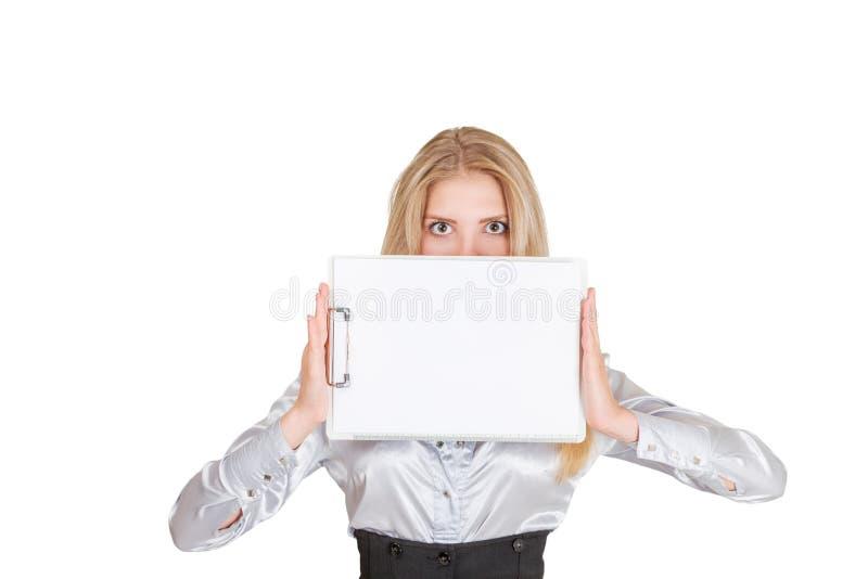 Donna di affari con il cuscinetto del fermacarte immagini stock