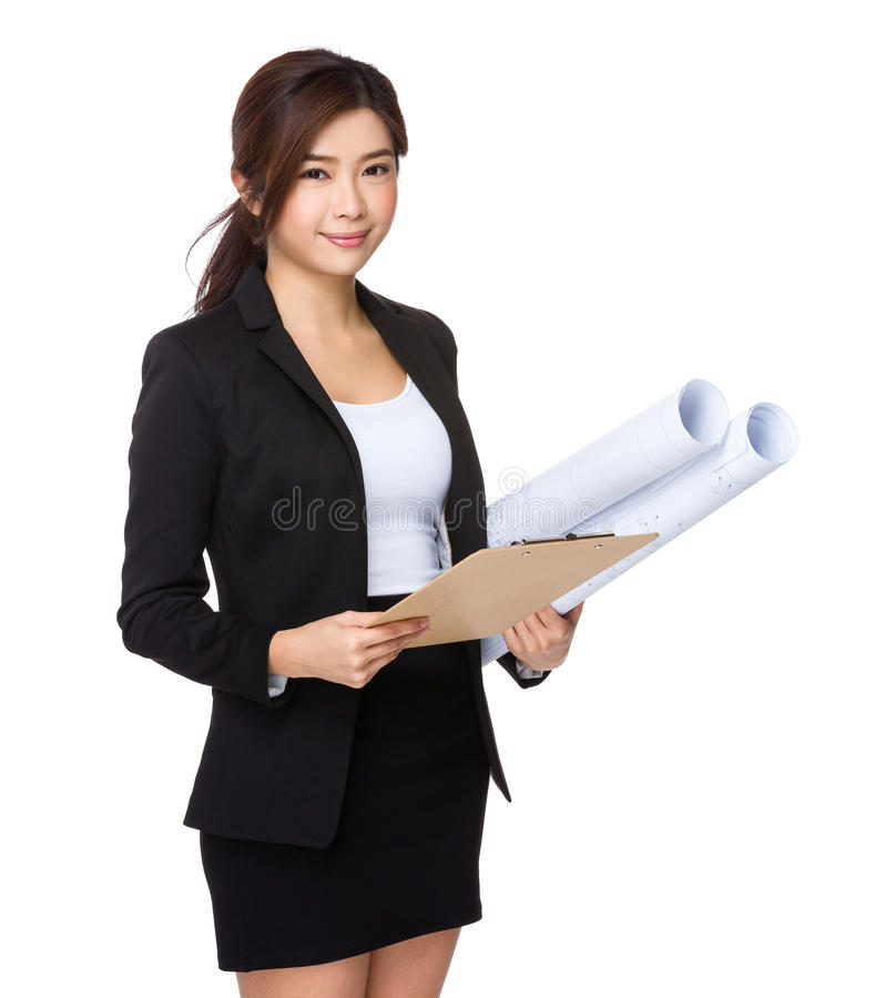 Donna di affari con il disegno di costruzione ed il cuscinetto dell'archivio fotografie stock