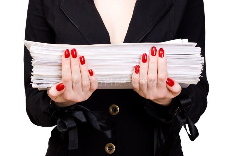 Donna di affari con il mucchio dei documenti fotografia stock