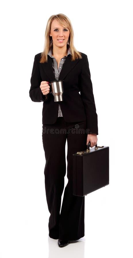 Donna di affari con la cartella ed il caffè immagine stock