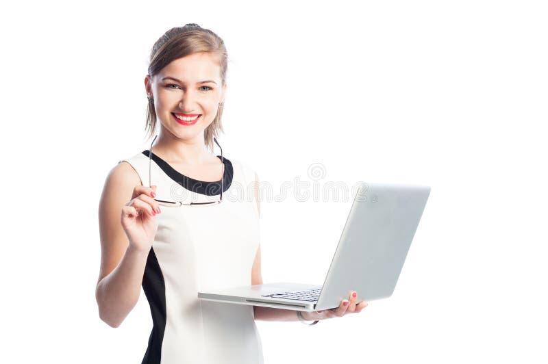 Donna di affari con sorridere del computer portatile fotografie stock libere da diritti