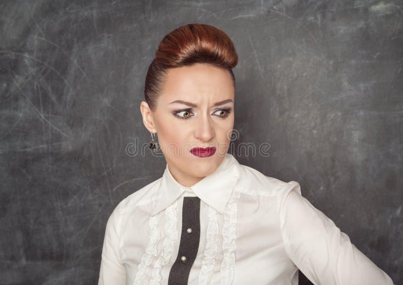 Donna di affari con un'espressione di repulsione fotografia stock