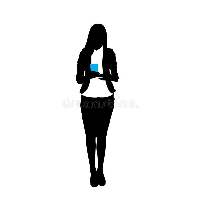 Donna di affari della siluetta che per mezzo dello Smart Phone delle cellule isolato sopra fondo bianco illustrazione vettoriale