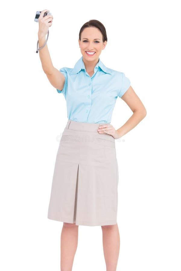 Donna di affari di classe allegra che prende immagine se stessa fotografie stock libere da diritti