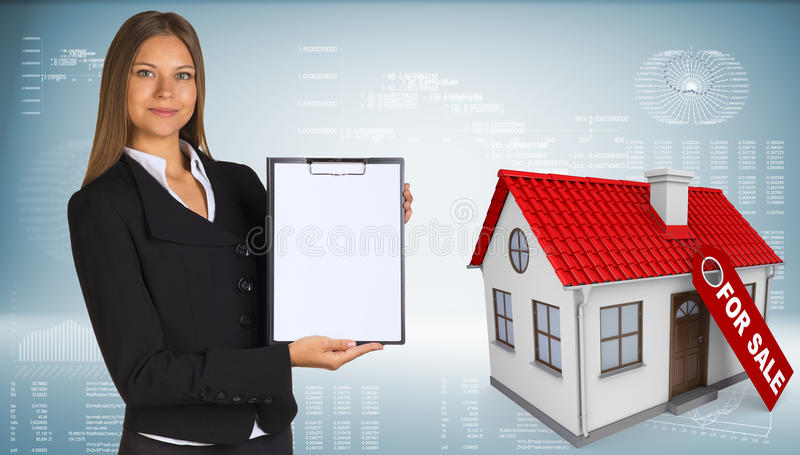 Donna di affari e casetta con l'etichetta per illustrazione di stock