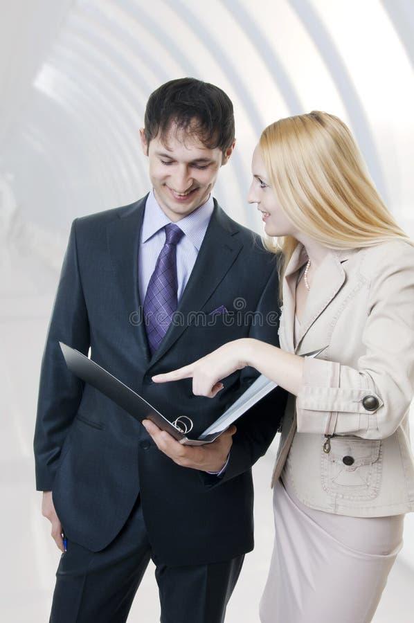 Donna di affari e squadra dell'uomo. immagine stock libera da diritti