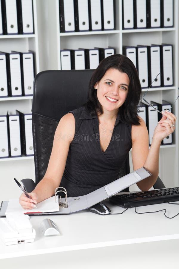 Donna di affari elegante immagine stock libera da diritti