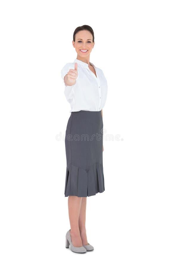 Donna di affari elegante che posa pollice su fotografie stock libere da diritti