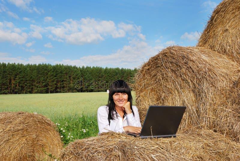 Donna di affari esterna immagini stock libere da diritti