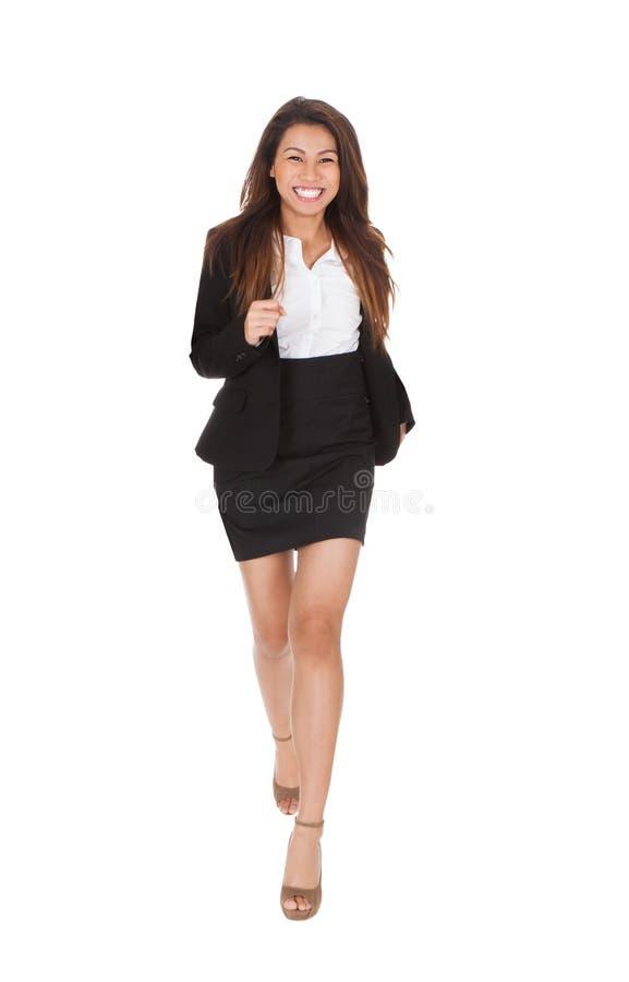 Donna di affari felice che investe fondo bianco fotografie stock libere da diritti
