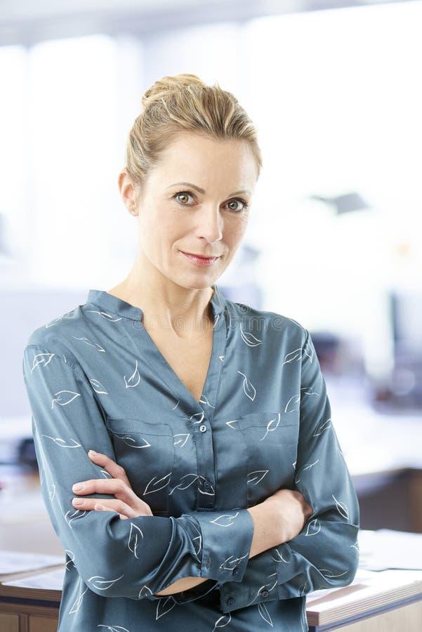 Donna di affari finanziaria del consulente fotografie stock