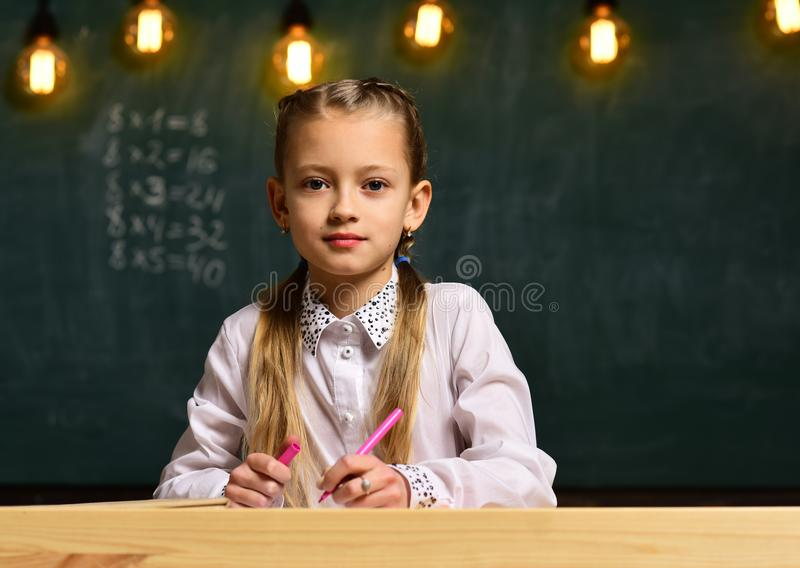 Donna di affari futura studio futuro della donna di affari alla scuola istruzione futura per la piccola donna di affari futuro immagine stock libera da diritti